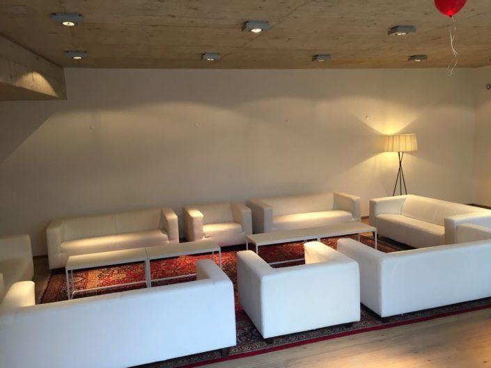 Exklusiver-Seminarraum weiße Sitzmöbel SILENT LOFT