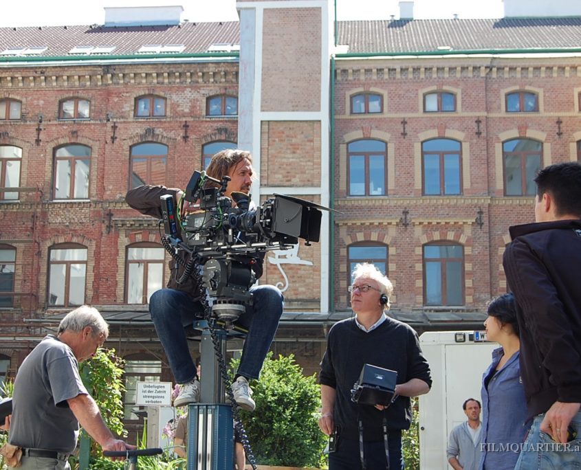 Kai Longolius (Kamera) und Regisseur Erhard Riedlsperger am Filmset Soko Donau - Filmlocations Filmquartier Wien