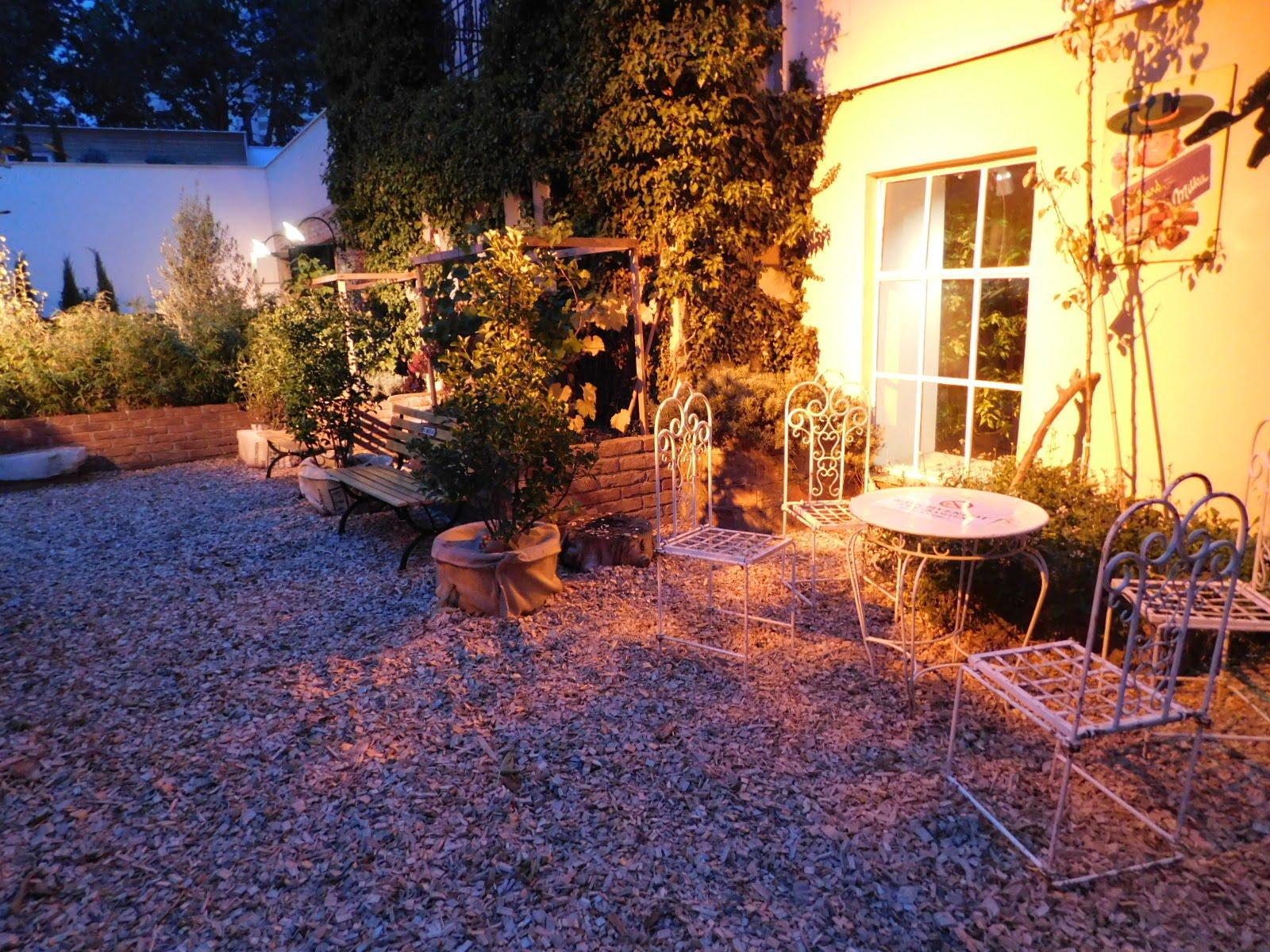 Innenhof und Garten vor dem SMALL LOFT-FILMQUARTIER-Wien-Eventlocation-outdoor